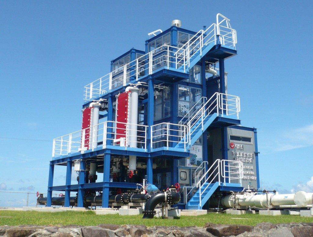 久米島が誇る海洋深層水温度差発電施設