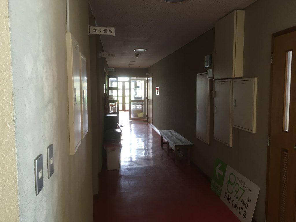 具志川改善センター2階の廊下