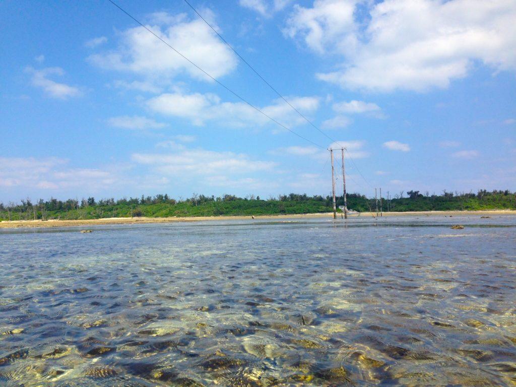オーハ島への続く電線。