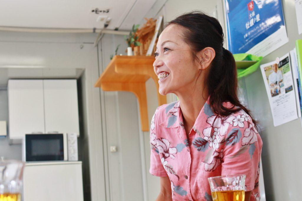 鷲足恭子さんの対談中の様子