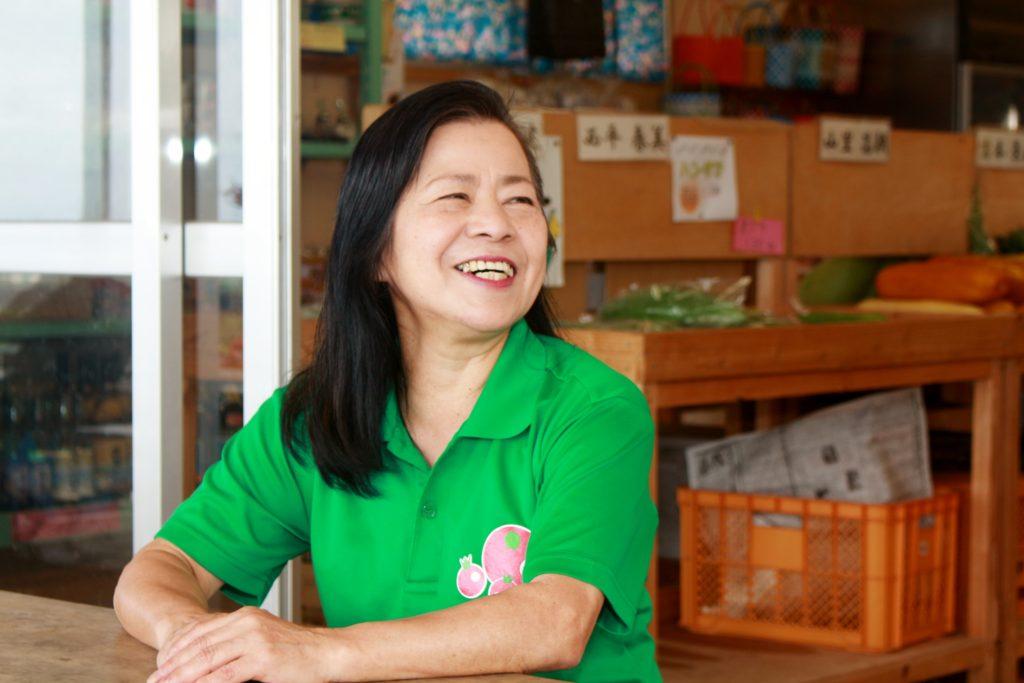 久米島唯一の野菜直売所、山里ゆんたく市場の比嘉絹江さん