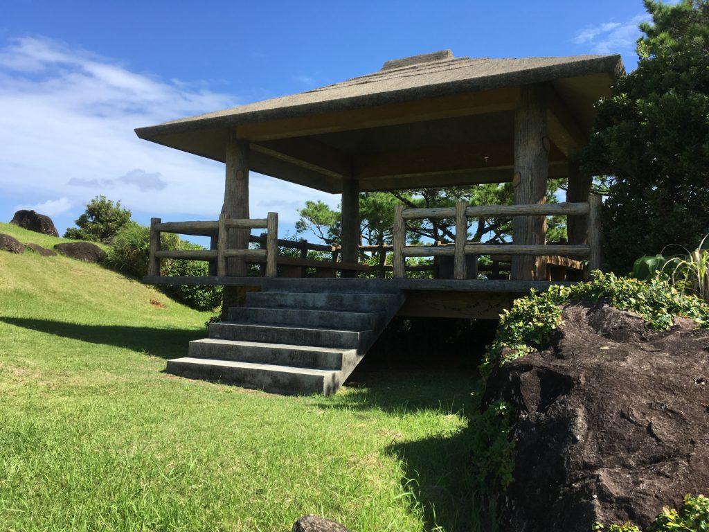 久米島登武那覇園地の展望台