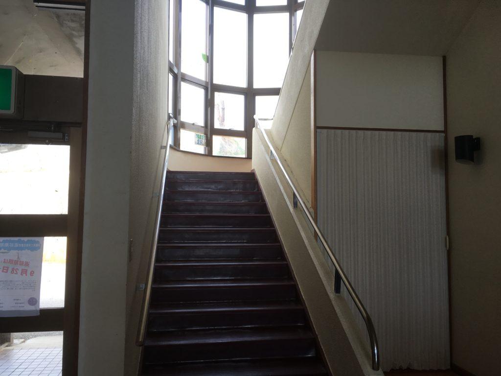 具志川改善センターの階段