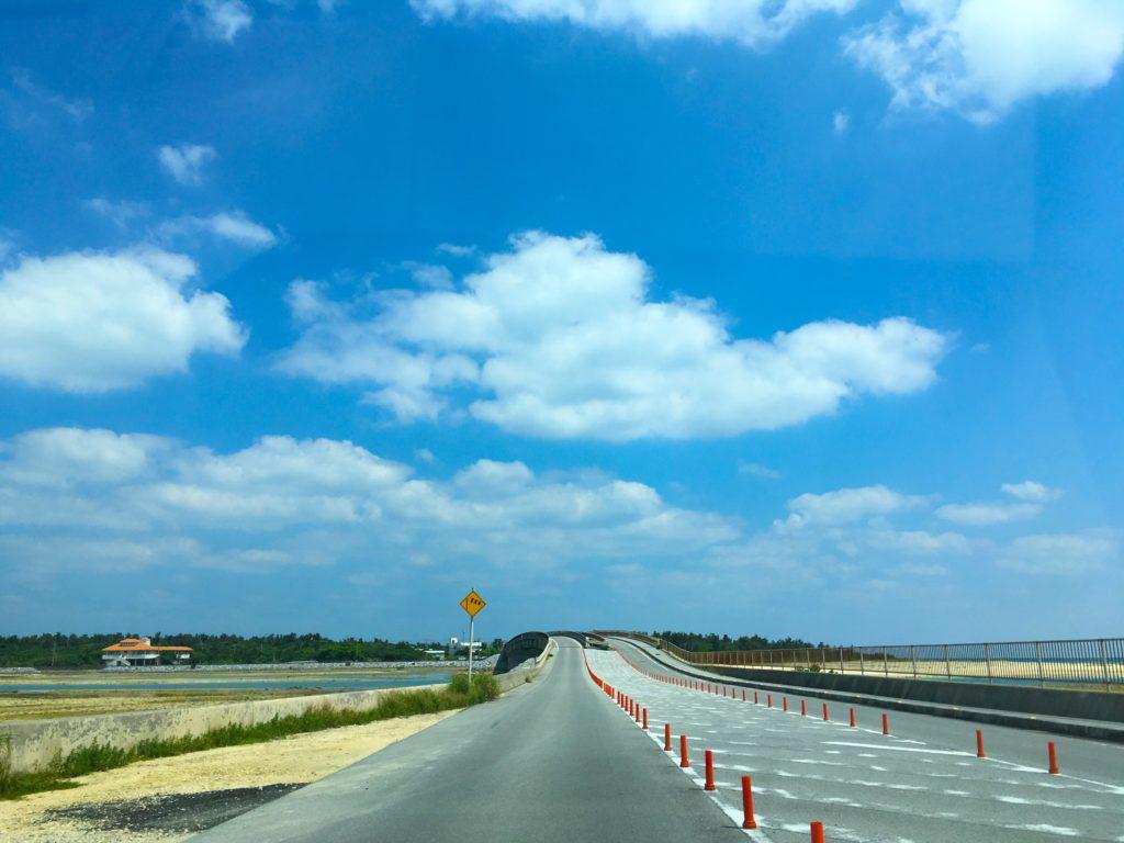 久米島、奥武島へと続く橋
