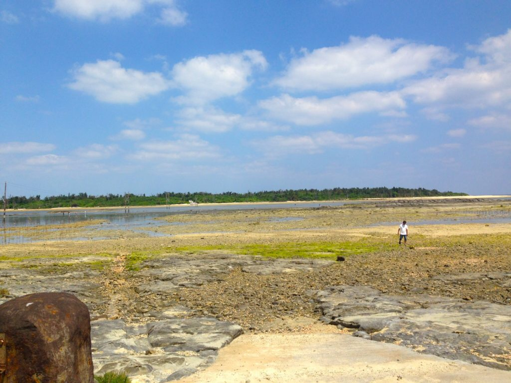 久米島奥武島から見たオーハ島