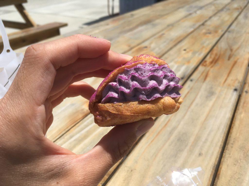 YUNAMI FACTORYの紅芋シュークリーム