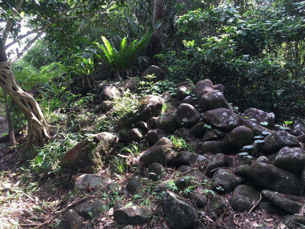 久米島一目立たない城、塩原城の城壁