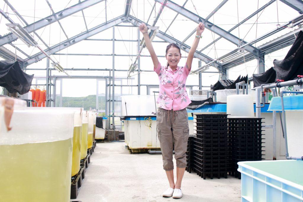 久米島にある牡蠣の養殖施設。この小さなハウスから世界初の挑戦が始まる