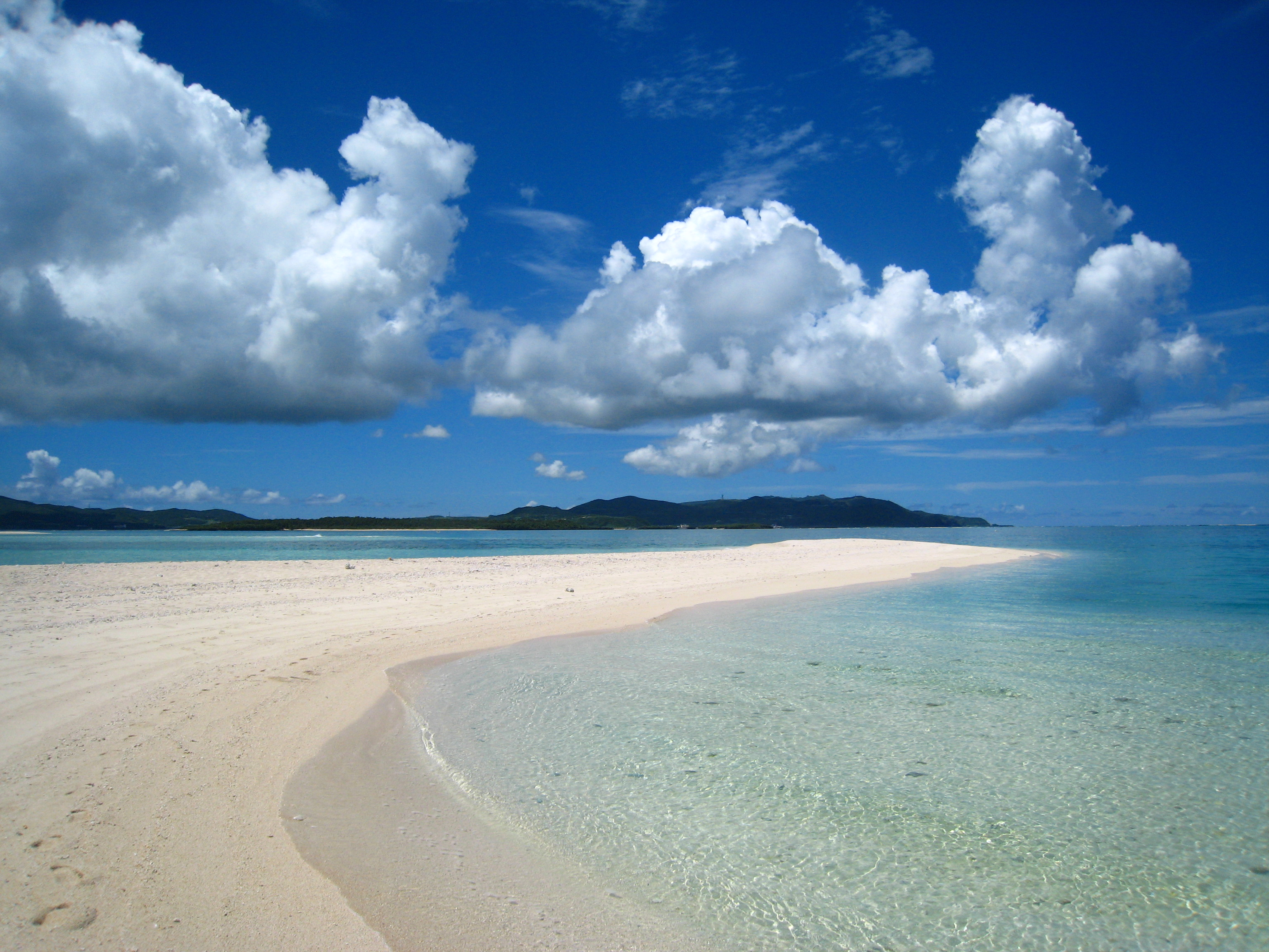 久米島が誇る名所、ハテの浜