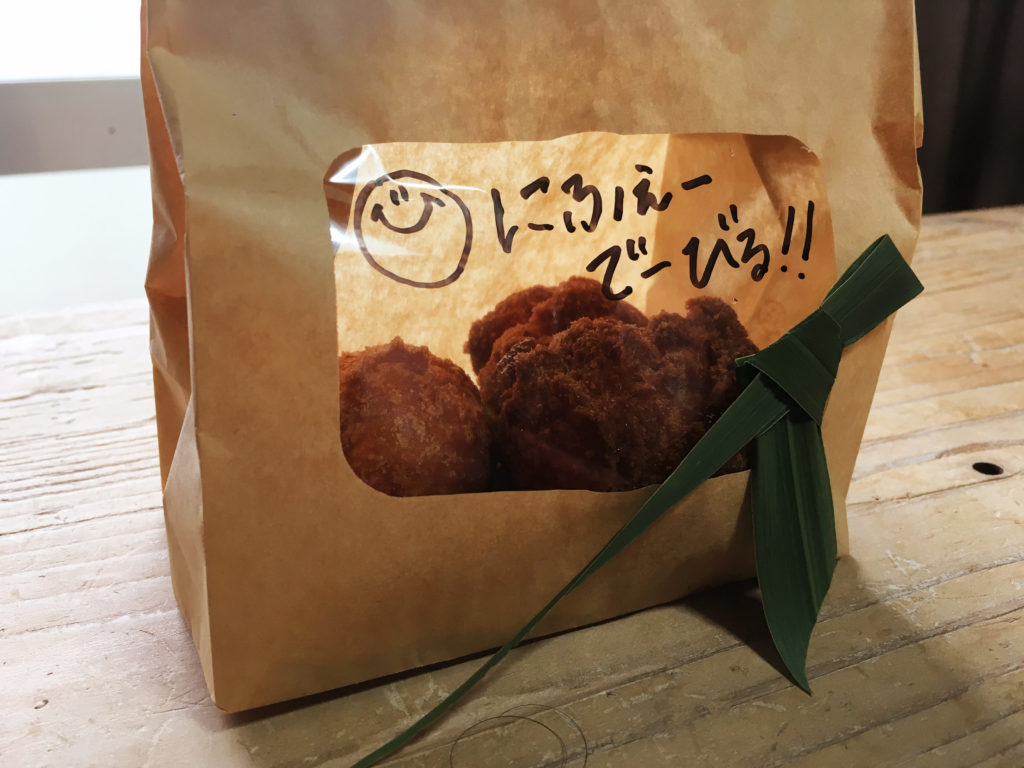 久米島の民宿『黒潮』のサーターアンダギーは3個で100円。お値段もお手頃です。