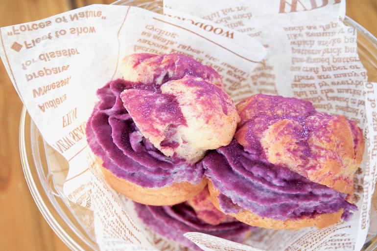 久米島No.1スイーツ、YUNAMI FACTORYの紅芋シュークリーム